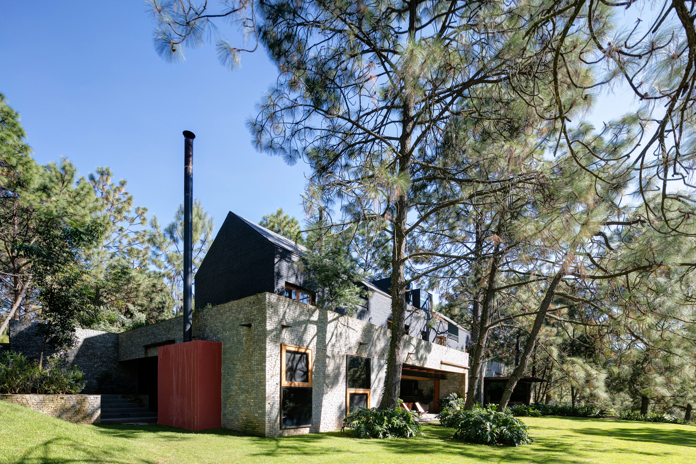 Two families share wooded Mexican retreat by AE Arquitectos and Taller Arquitectónica