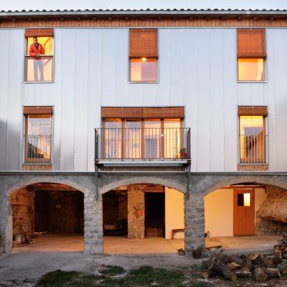 casa-policarbonat-bunyesc-arquitectes-architecture-residential-house-spain-polycarbonate-renovation_dezeen_2364_sq