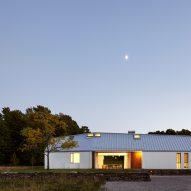 Superkül nestles all-white vacation home into Canadian landscape