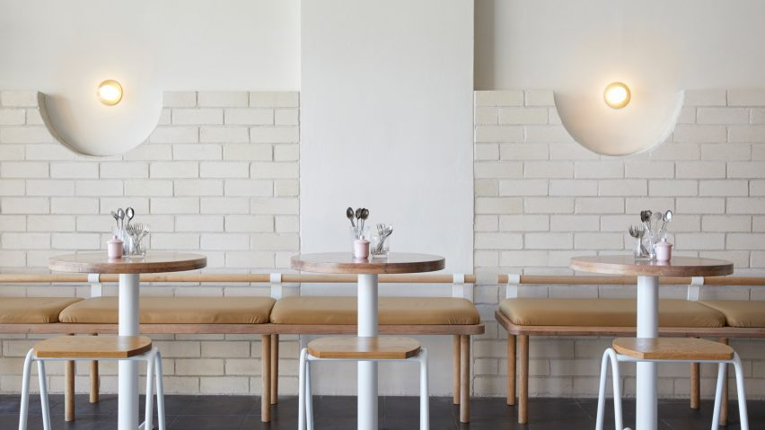 White Brick And Reclaimed Eucalyptus Wood Fill Sydney Dessert Kitchen - White brick interiors