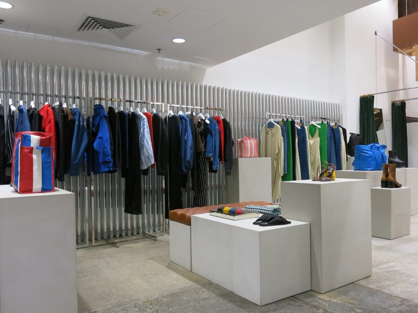 dover-street-market-ny-overhaul-showrooms-interiors-fashion_dezeen_2364_col_1