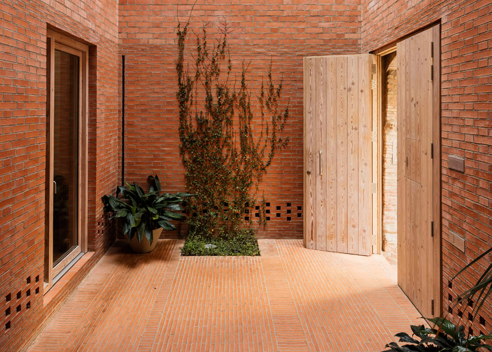 House 1014, Granollers, Spain, by H Arquitectes