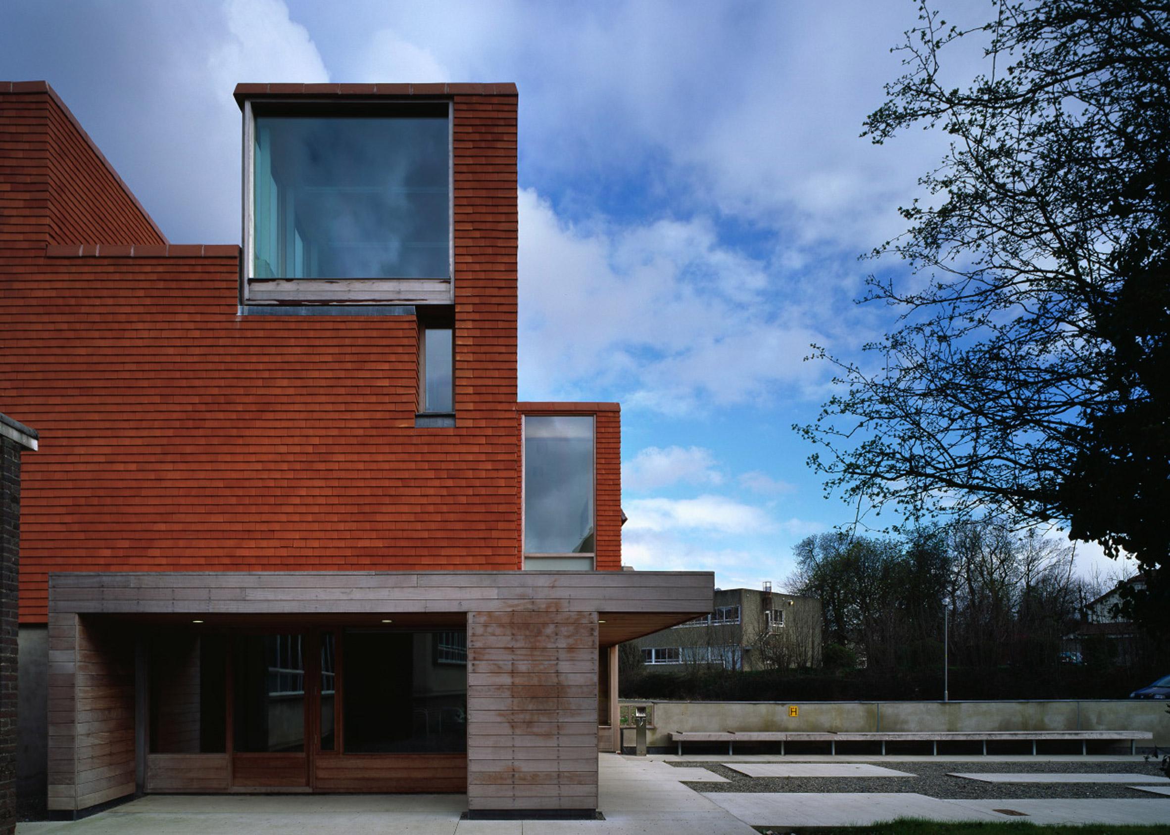 Urban Institute of Ireland; University College Dublin, Ireland, 2002
