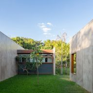 House 28 in Brasilia by Equipe Lamas