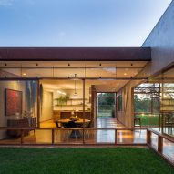 Gardens are interspersed through Brasília home by Samuel Lamas