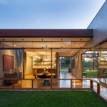 house-28-in-brasilia-equipe-lamas-architecture-residential-brazil_dezeen_2364_sq2