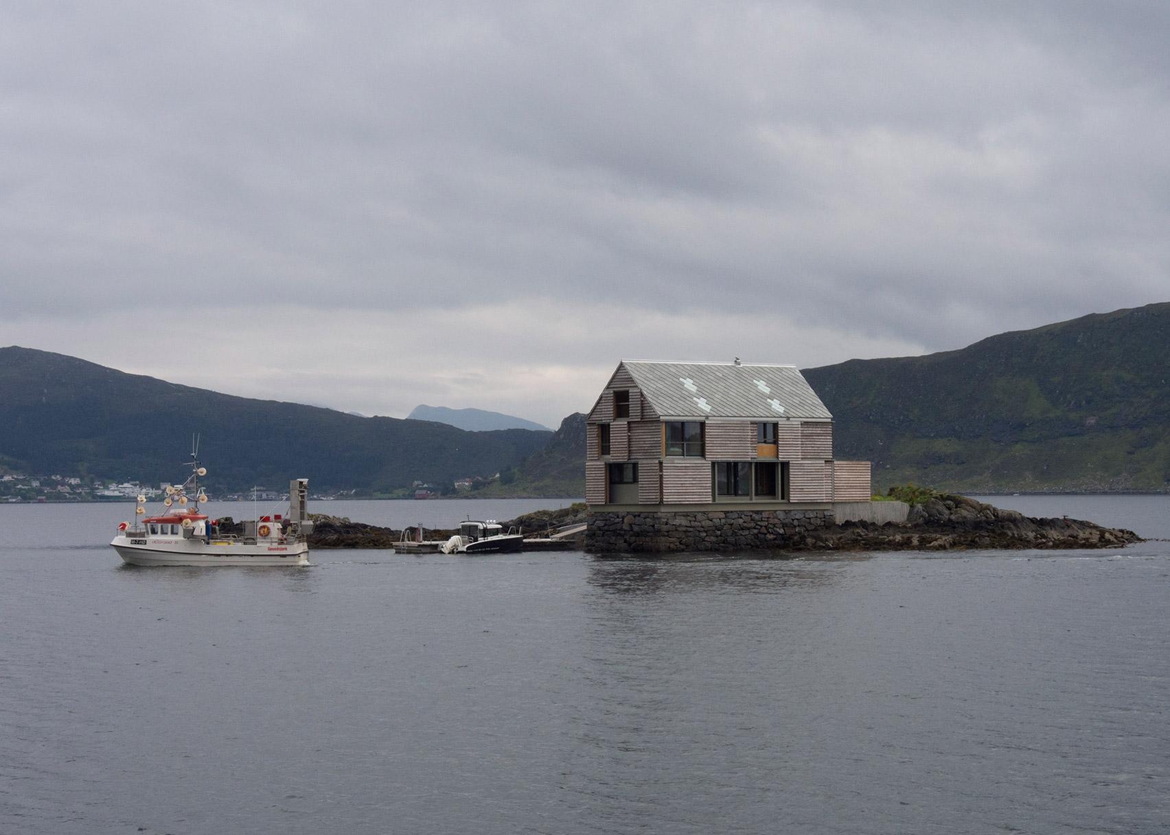 Weekend House at Sildegarnsholmen, Herøy, by Knut Hjeltnes AS Sivilarkitekter MNAL