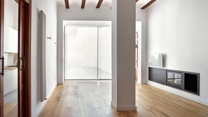 DG Arquitecto Valencia Reconfigures Traditional Spanish Townhouse