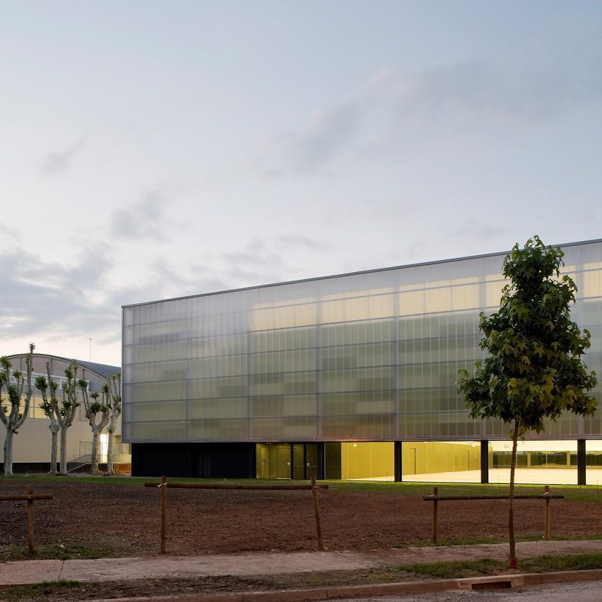 Municipal Sports Hall by BCQ