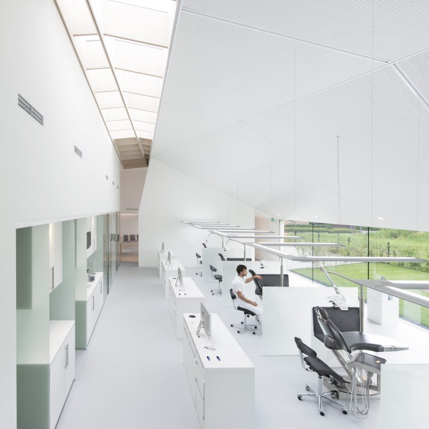 ortho-wijchen-studio-prototype-health-architecture-wijchen-netherlands_dezeen_sqb