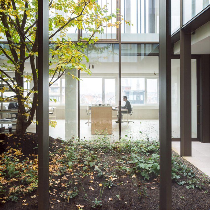 penthouse-brtiselei-hans-verstuyft-architecten-interior-apartments-antwerp_dezeen_pinterest-sq