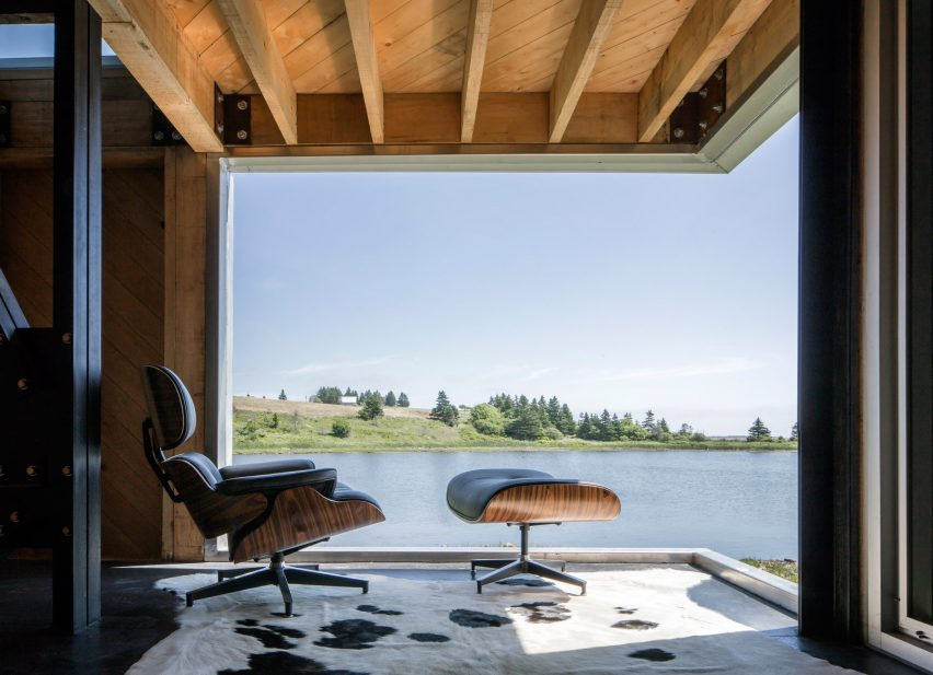 Point House by MacKay-Lyons Sweetapple