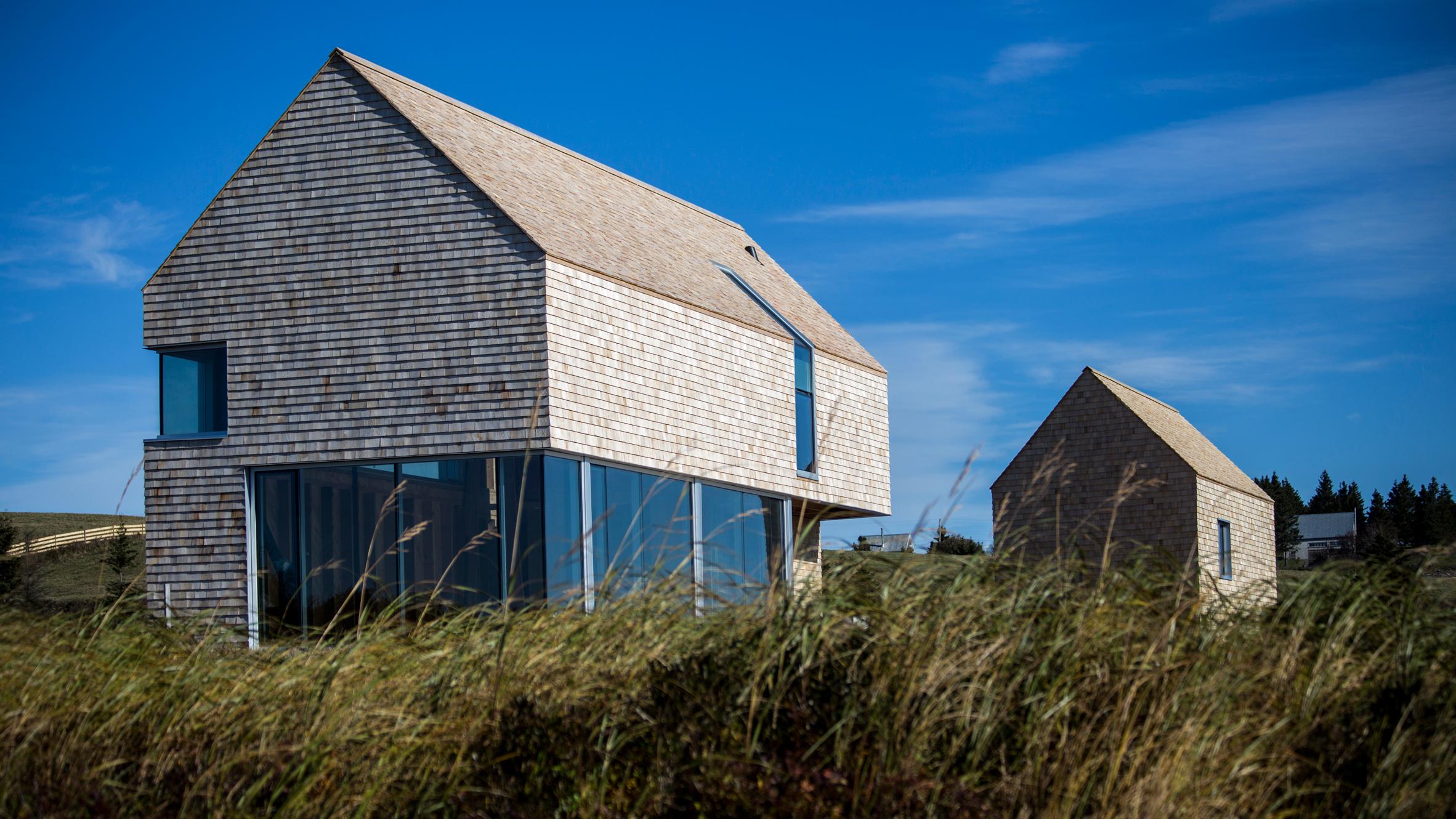 Point House by MacKay-Lyons Sweetapple