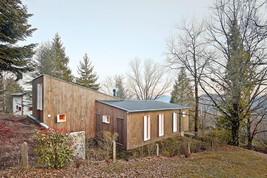 prefab-cottage-pyrenees-marc-mogas-architecture-residential_dezeen_2364_col_0