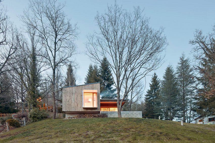 prefab-cottage-pyrenees-marc-mogas-architecture-residential_dezeen_2364_col_2