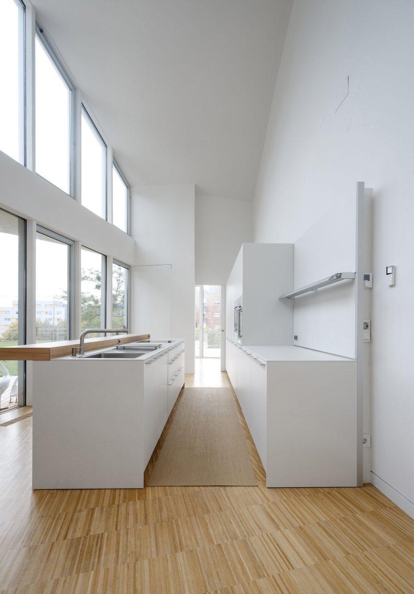 roteta-house-estudio-pena-ganchegui-architecture-spain-residential_dezeen_2364_col_0