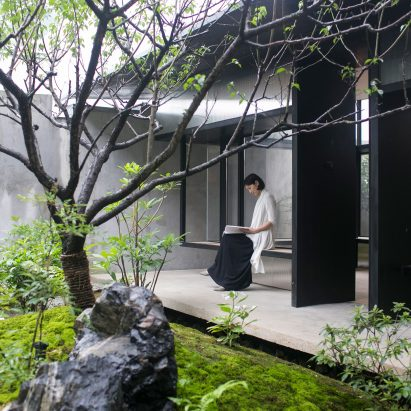 tea-house-in-li-garden-deshaus-atelier-architecture-residential-shanghai-china_dezeen_2364_sqd