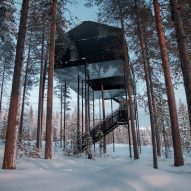Snøhetta adds treetop cabin with stargazing net to Sweden's Treehotel