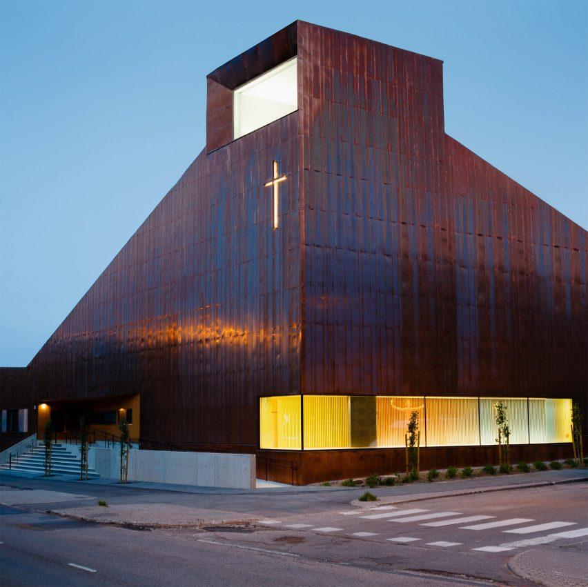 Suvela Chapel by OOPEAA