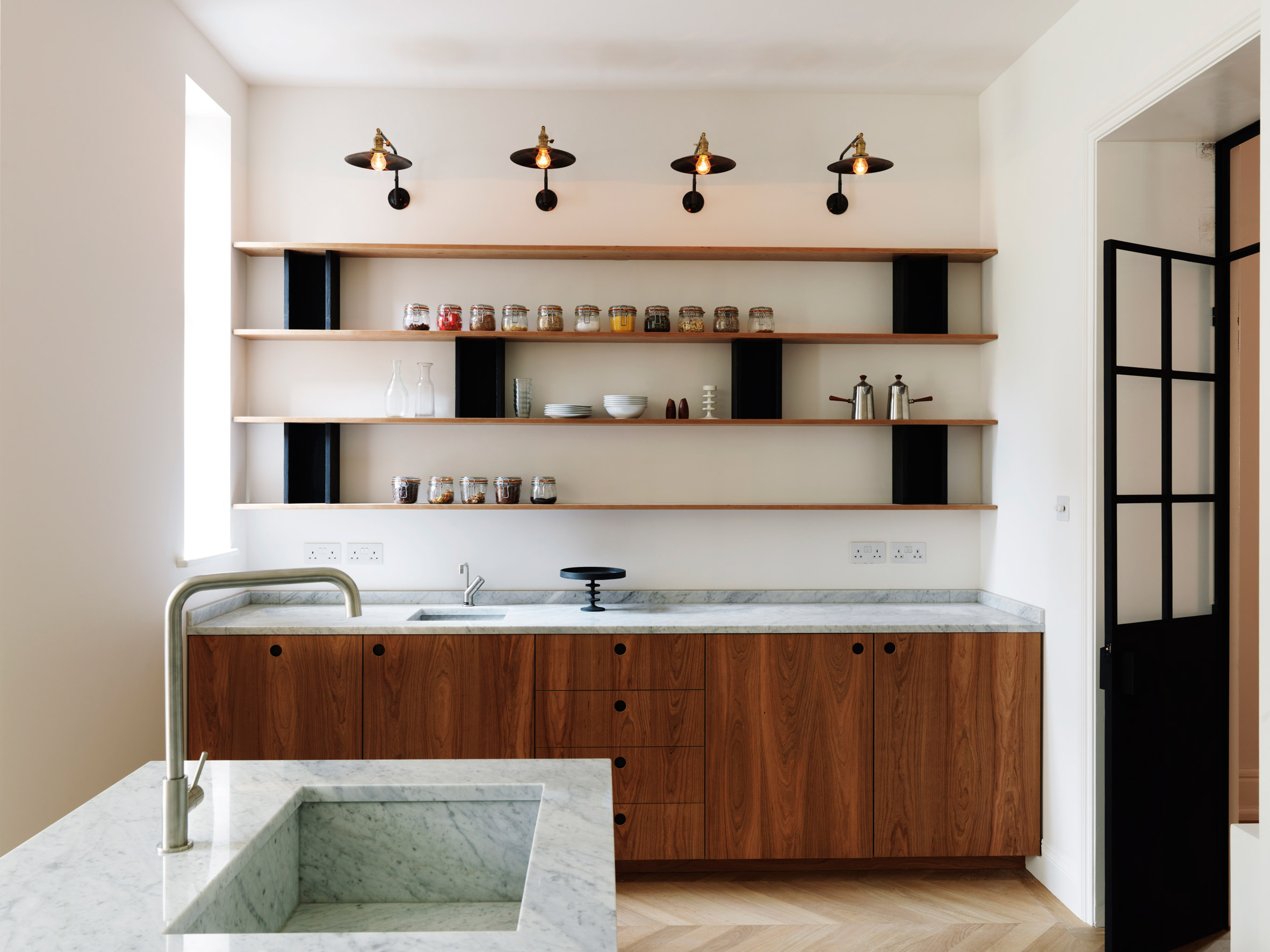 London house and garden studio overhauled with marble and cherry wood