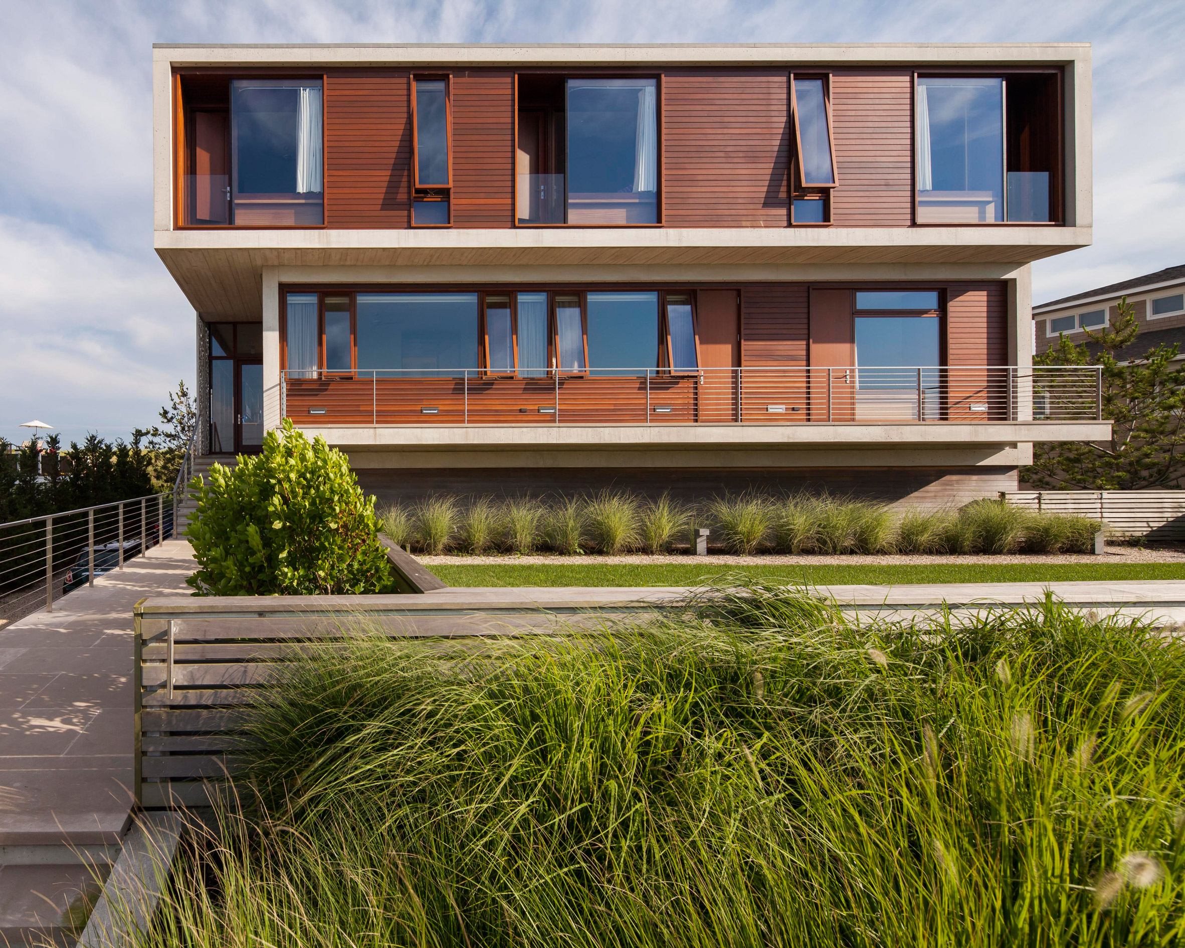 Aamodt Plumb stacks concrete boxes to form Hamptons beach house