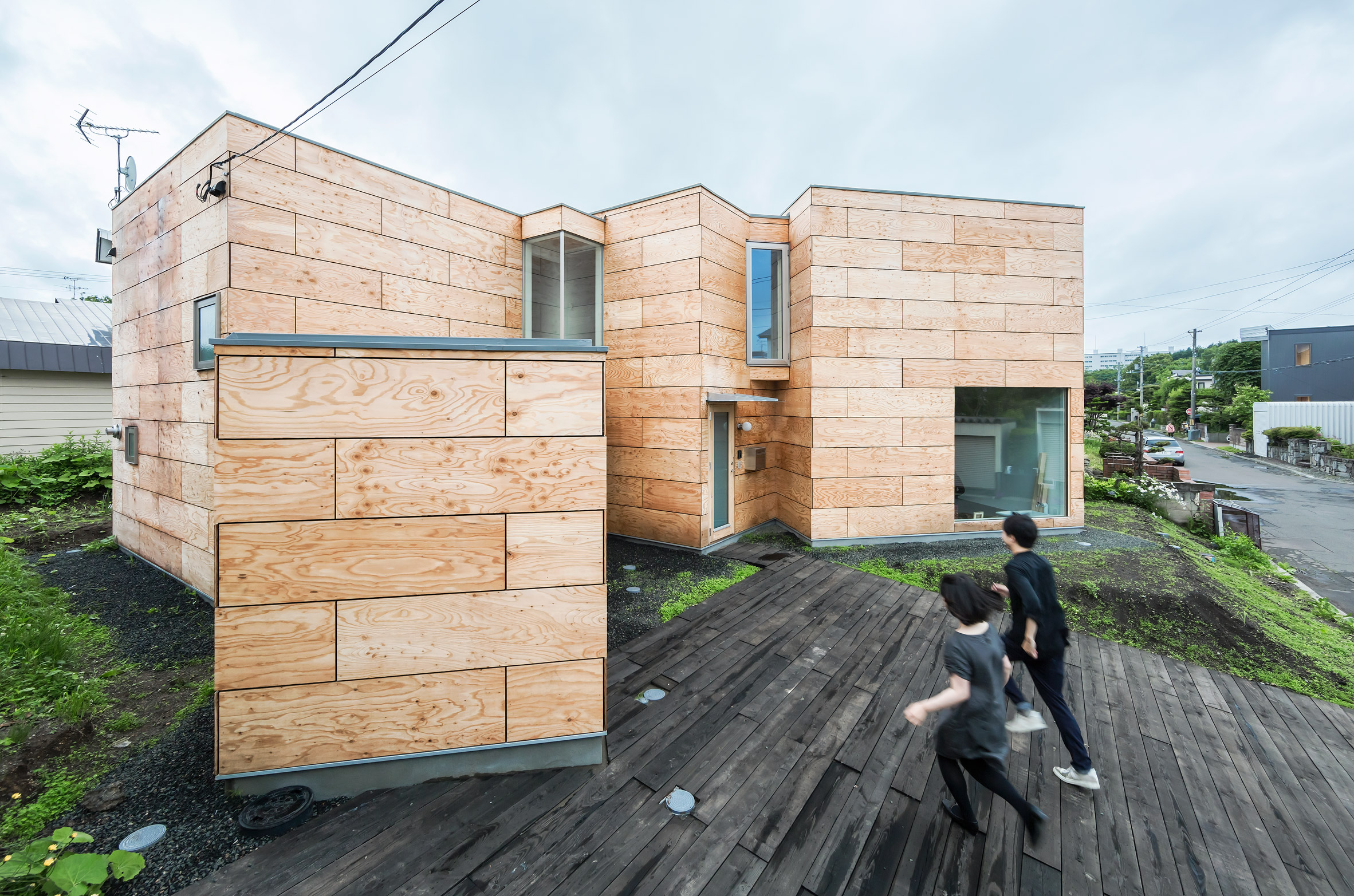 Jun Igarashi uses plywood boxes to separate studio from home for Japanese painter