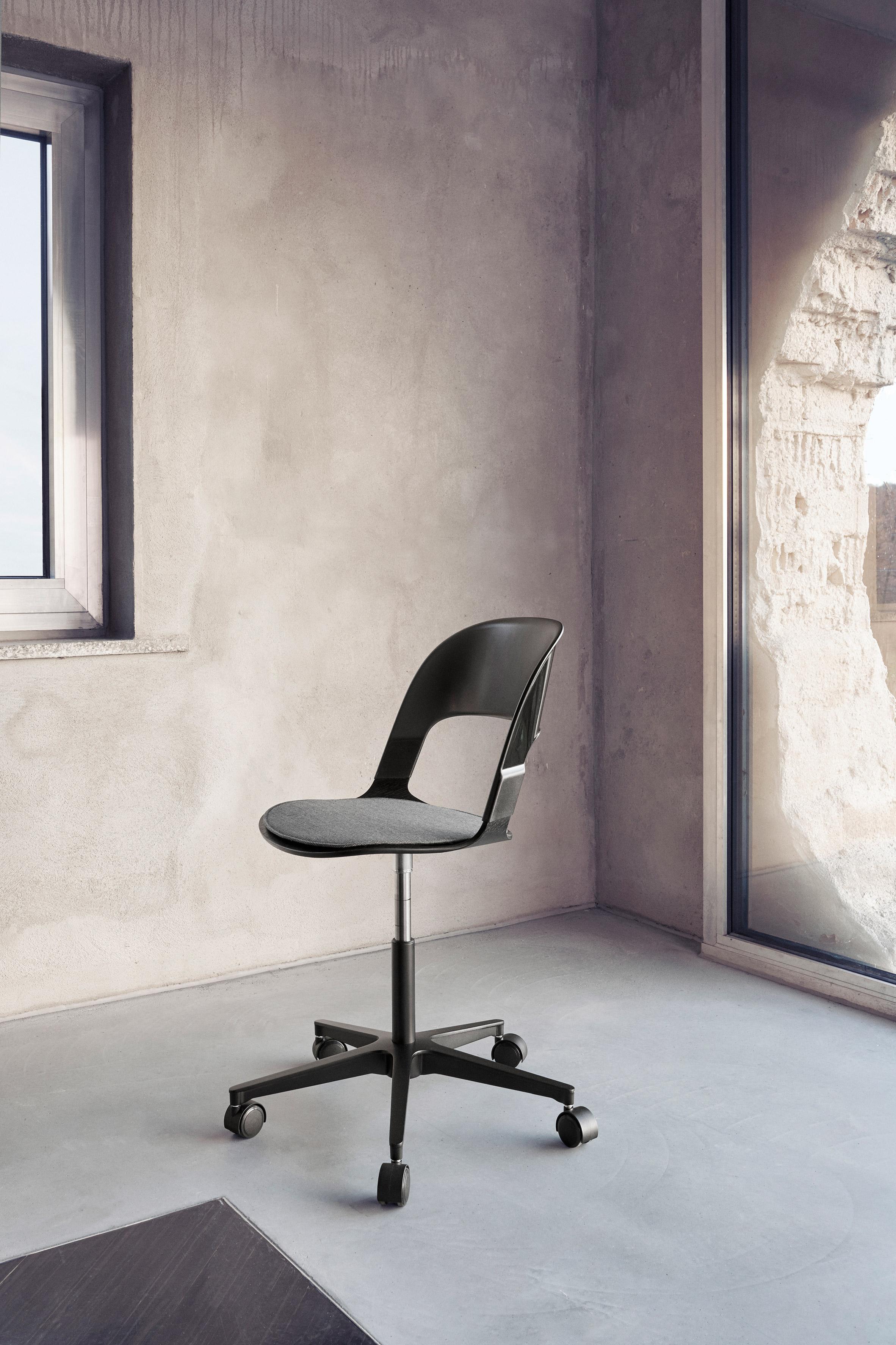 Benjamin Hubert creates new configuration of modular Pair chair for Fritz Hansen