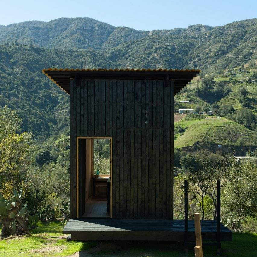 charred cabin chile by draa - Micro Houses
