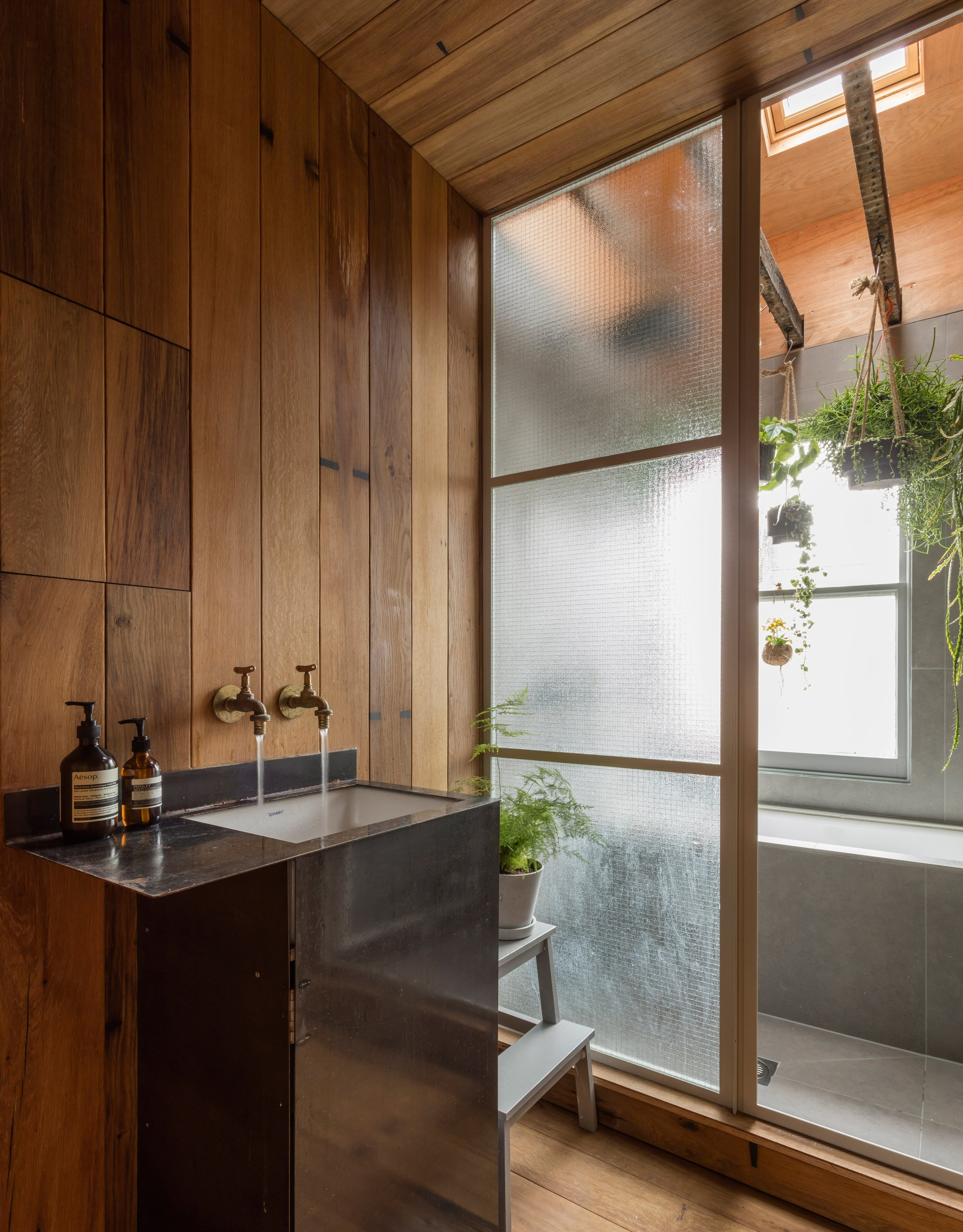 3novices smoked oak and rustic clay line walls of japanese. Black Bedroom Furniture Sets. Home Design Ideas