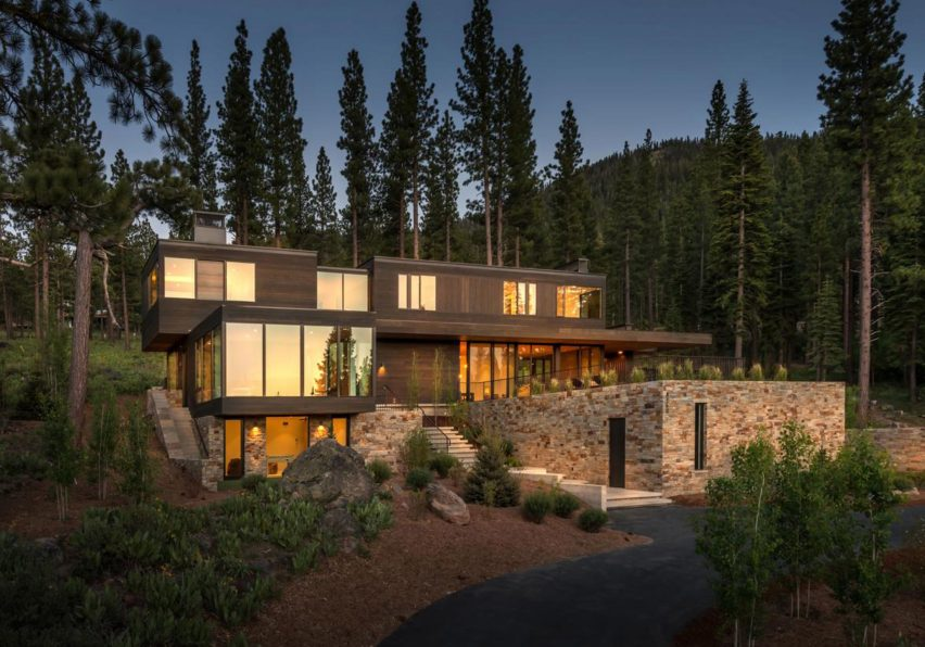 Front at dusk Martis Camp 506 by Blaze Makoi Califronia Holiday Home