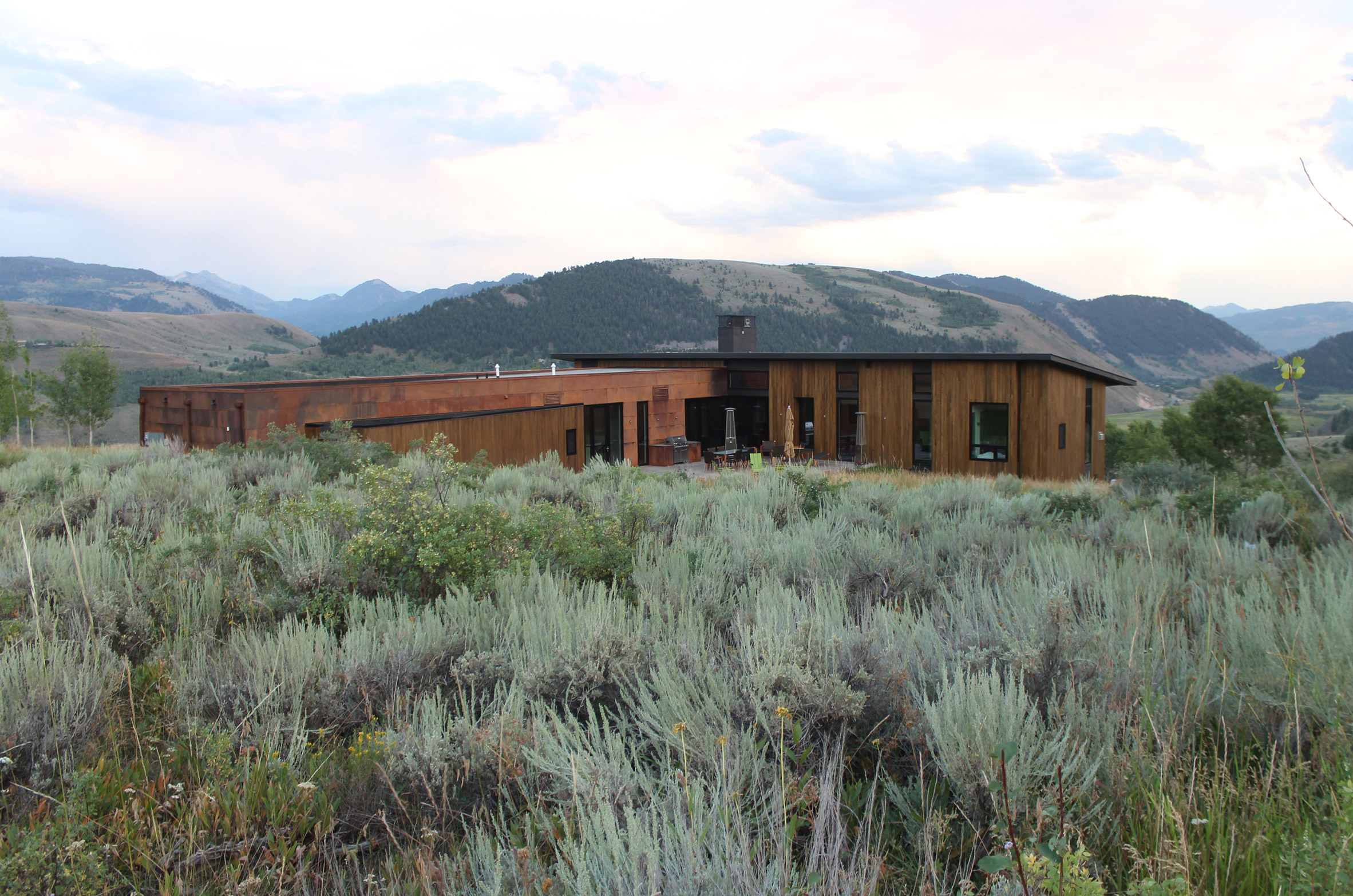 Gros Ventre house by Dynia sits among rugged Wyoming terrain