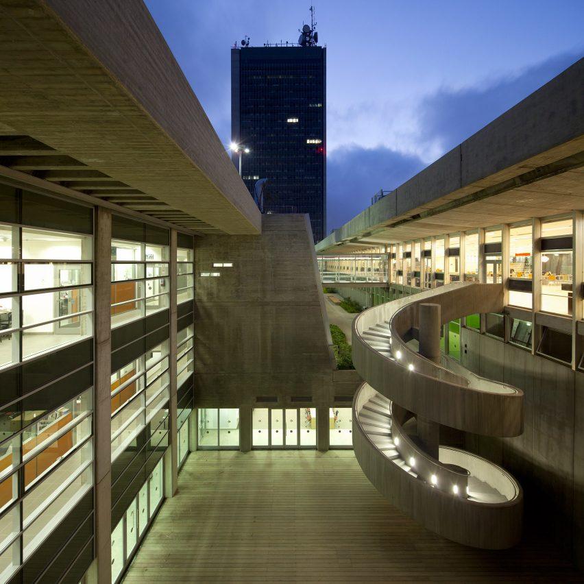 Asaf lerman updates oscar niemeyer 39 s haifa university for Modern library building design