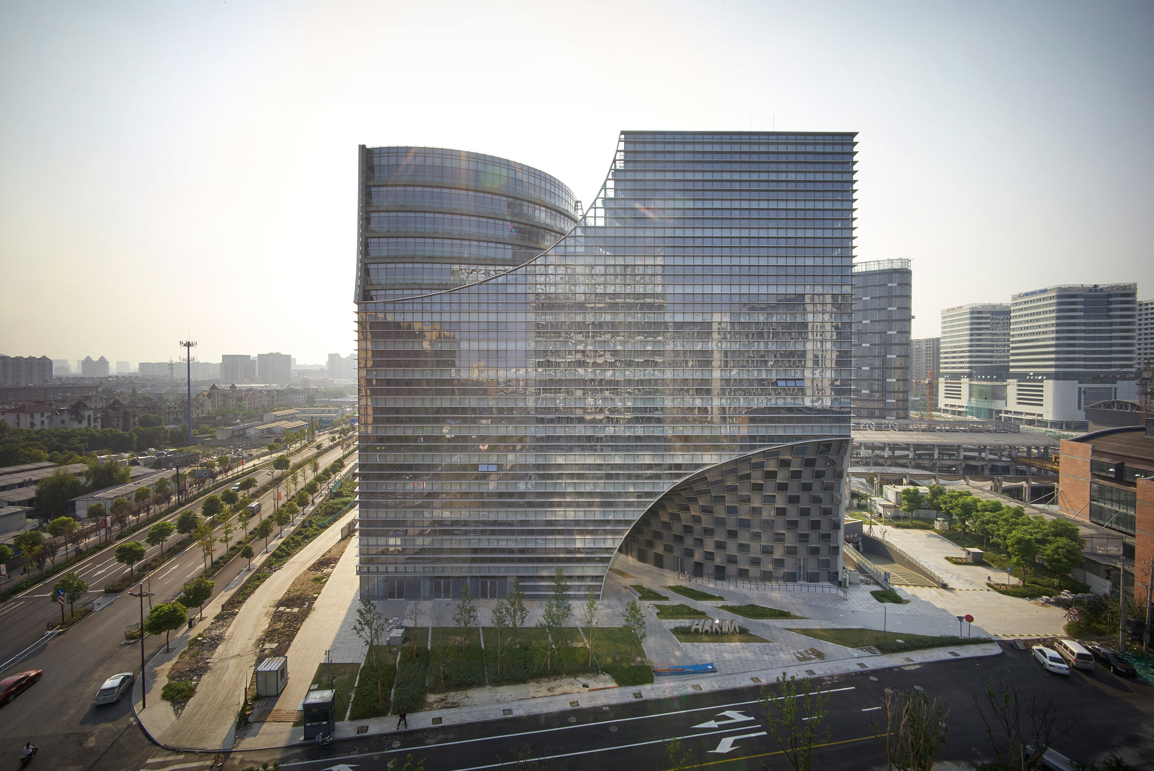 Arched chasms extend through Hangzhou office block by Julien De Smedt
