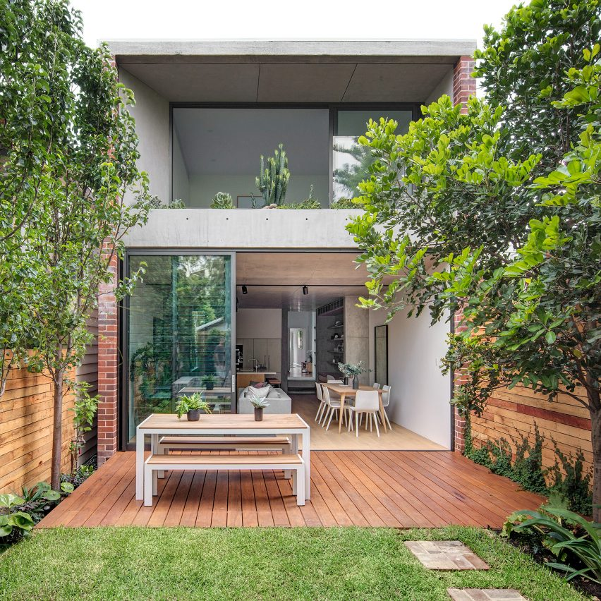 Co ap adds contemporary concrete and glass extension to for Garden renovation ideas