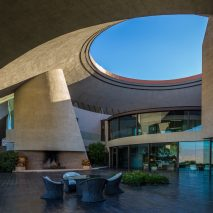 hope-lautner-residence-patrick-stewart-properties-modernism-week-palm-springs-interior_dezeen_2364_col_0