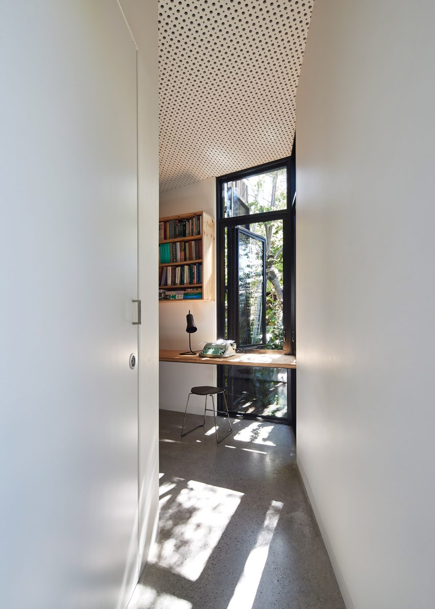 House in Melbourne by Bloxas Architecture