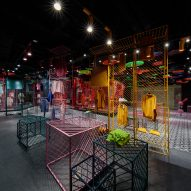 Themed shopping areas appeal to women with different clothing tastes in Hangzhou store