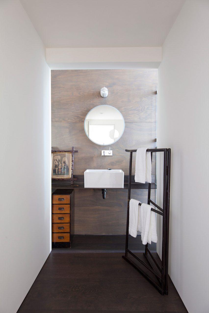 bathroom - Junsei House Suyama Peterson Deguchi
