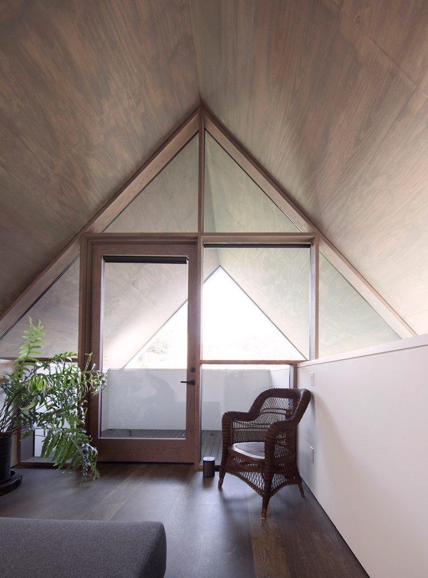 View of loft with armchair Junsei House by Suyama Peterson Deguchi
