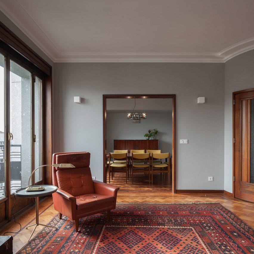 Atelier In Vitro creates retro interiors for three apartments in