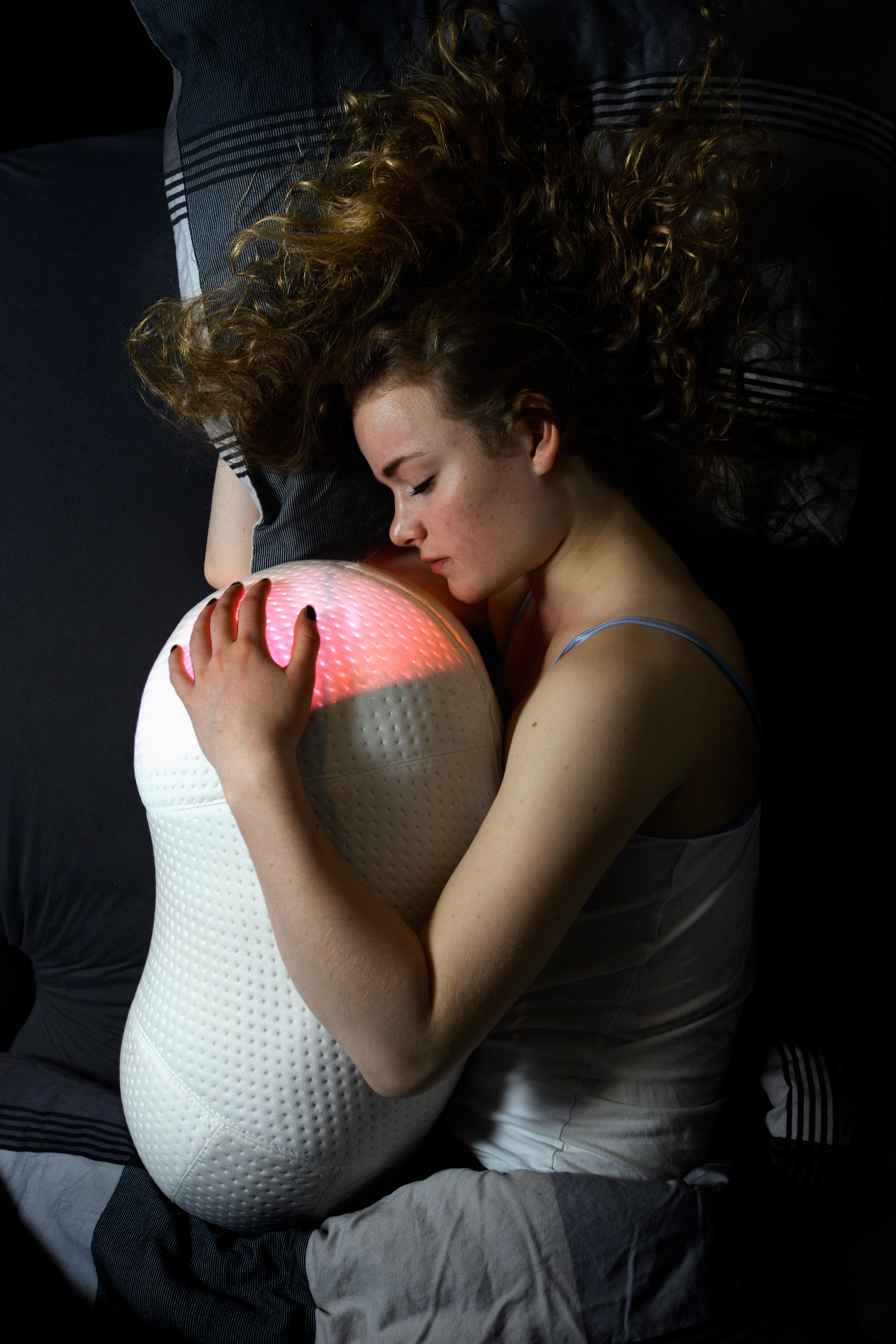 "Robotic Somnox pillow gently ""breathes"" to soothe users to sleep"