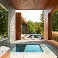 Slanted wooden walls form holiday home in upstate New York by Hariri & Hariri