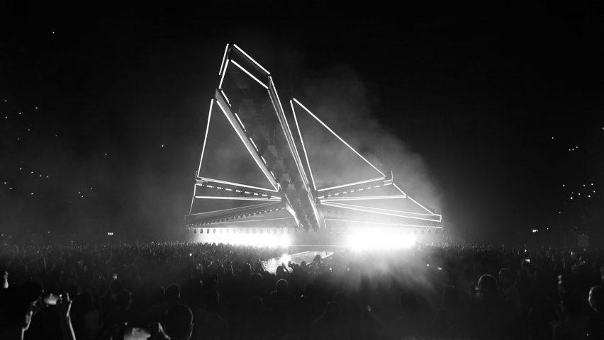 Es Devlins Folding Star Destroyer Looms Over The Weeknds World Tour