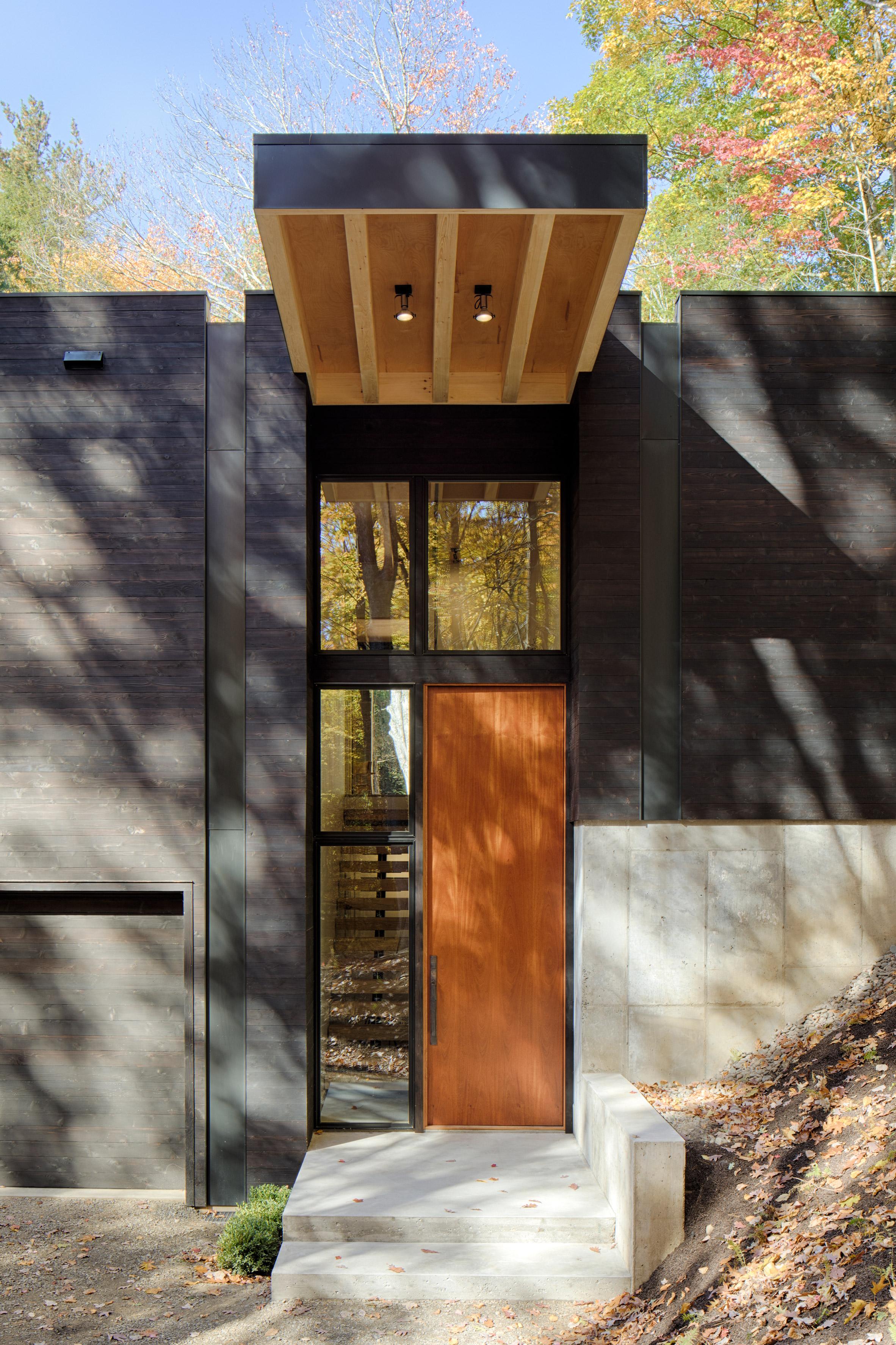 Studio MM clads Hudson Valley hillside cabin in blackened wood