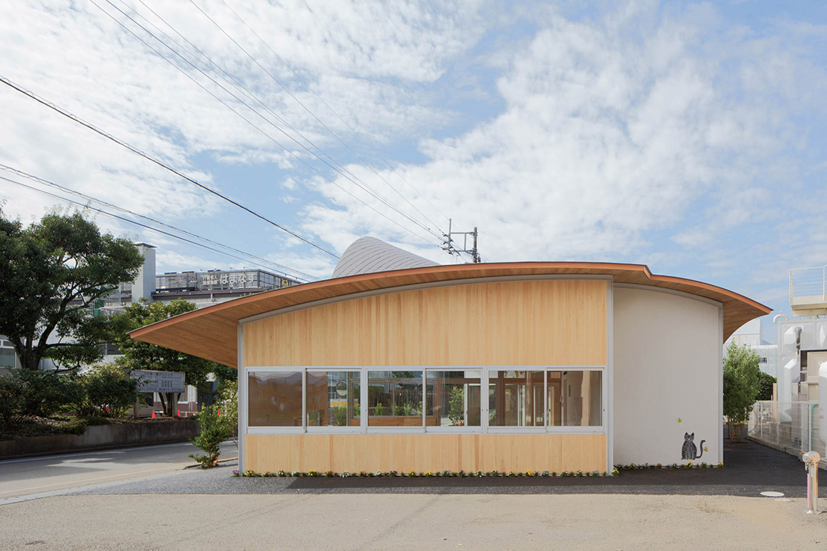 Takashige Yamashita creates nursery with curving timber roof near Mount Fuji