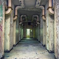 Ward Hallway Ornate Duct Work - Matt Van der Velde Architecture Abandoned Asylums Interior Jonglez Publishing