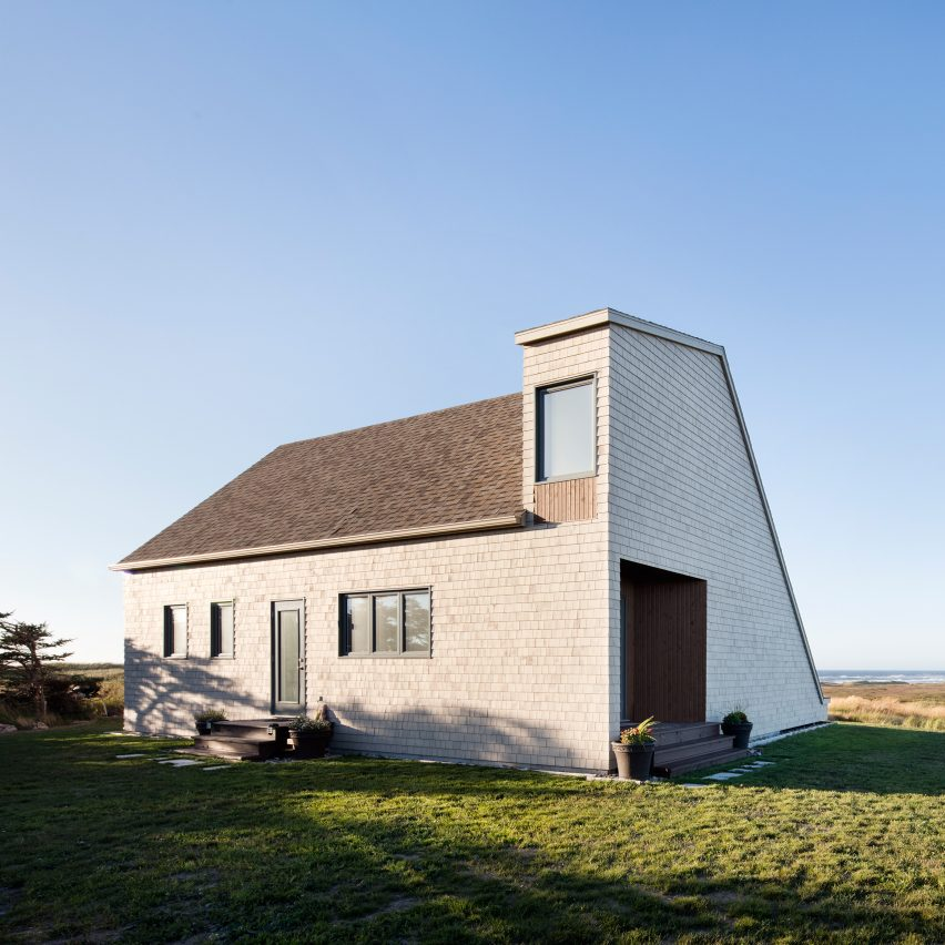 Bourgeois lechasseur designs geometric quebec home to for Architecture quebec