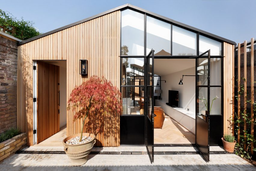 Courtyard Home Designs de rosee sa uses cobbled courtyards to bring light into london house