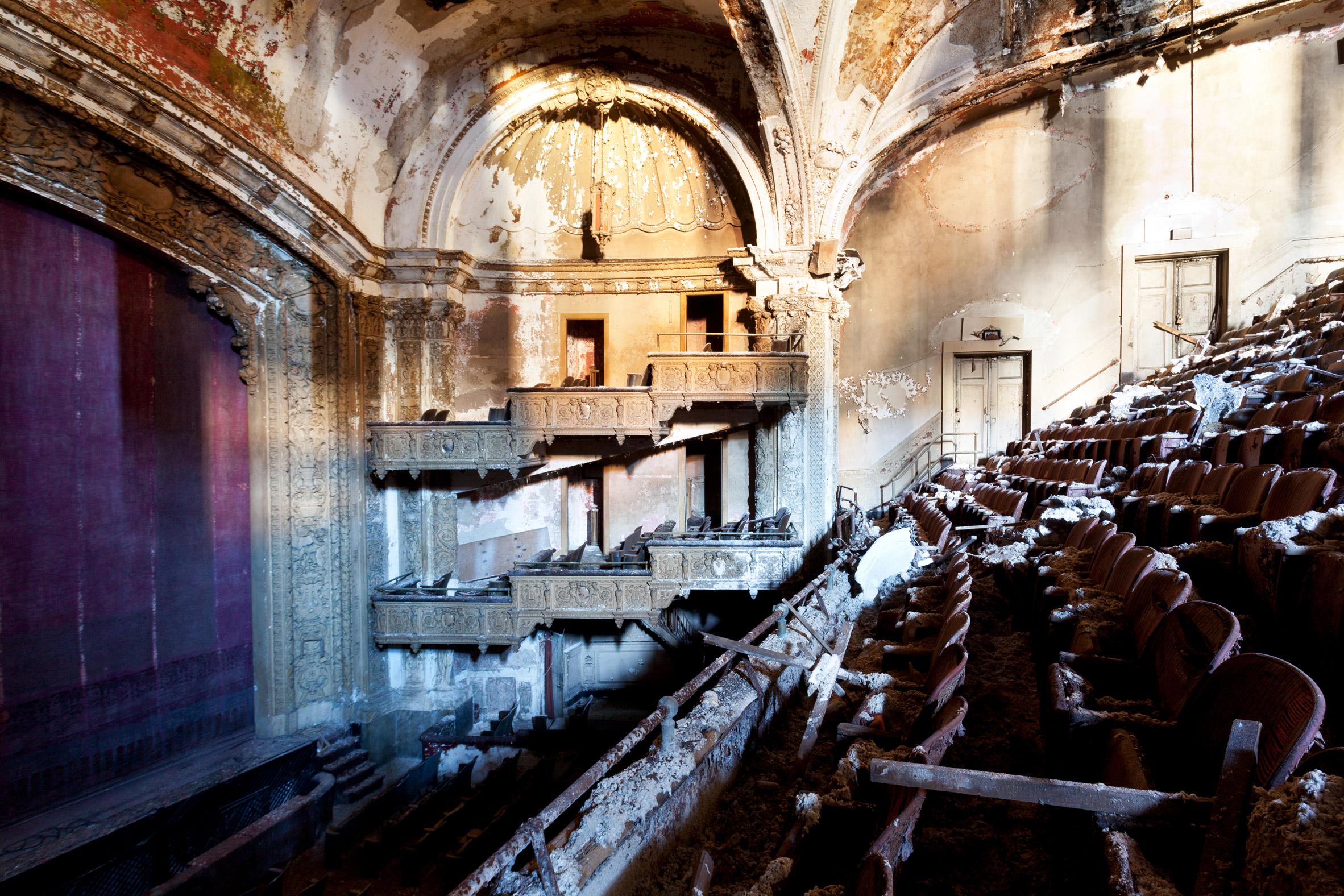 Matt Lambros' After the Final Curtain photographs show America's forgotten movie theatres