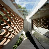 Hexagonal wooden lattice wraps Mexico City home by Felipe Assadi and Francisca Pulido